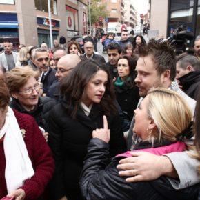 Inés Arrimadas pide que se recupere la normalidad en Catalunya durante una visita a Santa Coloma de Gramenet