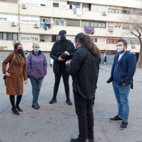 La diputada de Ciutadans en el Congrés, Sara Giménez, acompanyada per Anna Grau i Dimas Gragera, candidats al Parlament, visita La Mina de Sant Adrià del Besòs per a conèixer les problemàtiques del barri